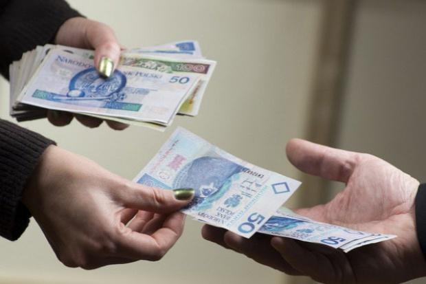 Credit Agricole: Efekt podwyżek płac w Biedronce podbija dynamikę wynagrodzeń