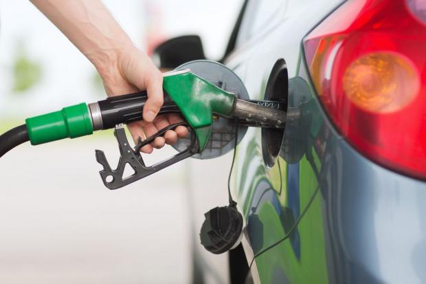 W hurcie spadły ceny paliw, możliwe obniżki na stacjach