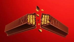 Piłkarz nieobecny na Euro 2016 reklamuje batony KitKat