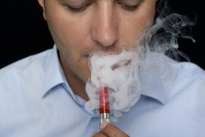 Trwają prace nad zakazem sprzedaży nieletnim e-papierosów