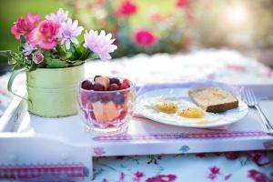 Na talerzach śniadaniowych Polek dużo miejsca dla nowych produktów, w tym owoców i warzyw