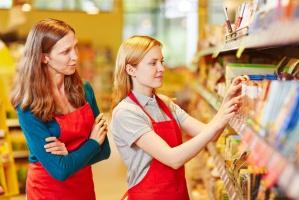 GUS: W 2015 r. najwięcej kobiet pracowało w branży handlowej i w edukacji