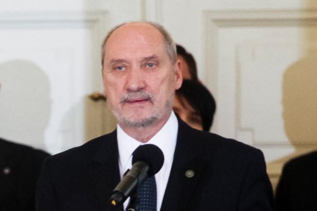 Sejm debatuje nad wnioskiem o wotum nieufności wobec szefa MON
