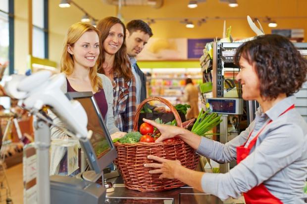 Wzrosła liczba punktów handlowych oferujących wypłatę sklepową (cash back)