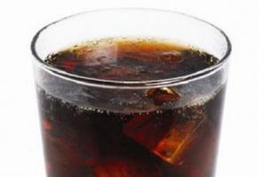 Napoje gazowane: Coca-Cola najmocniej reklamowaną marką, Hellena z największym wzrostem