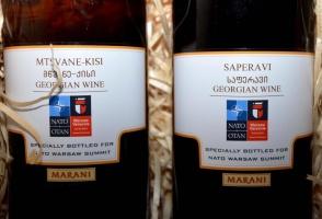 Goście szczytu NATO w Warszawie otrzymają butelki gruzińskiego wina