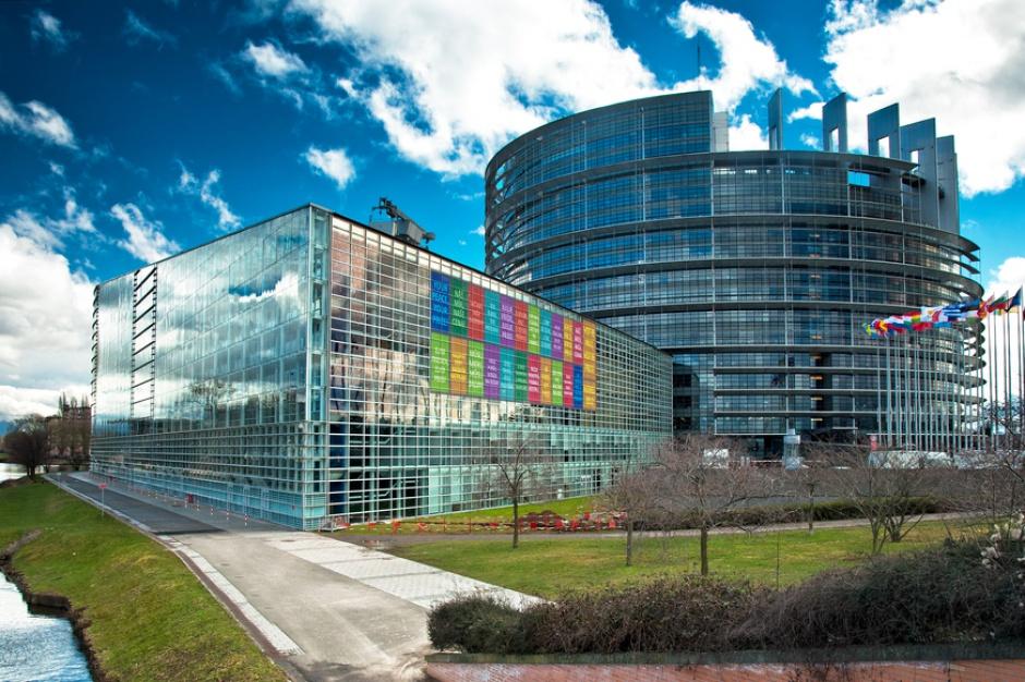 PE: Komisja Europejska powinna walczyć z barierami dla producentów żywności w UE