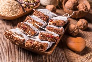 Naukowcy: Batoniki musli, jogurty i soki nie tak zdrowe jak się wydaje