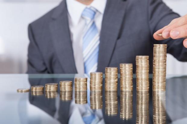 NBP: Pomimo wysokiego popytu na pracę wzrost wynagrodzeń nie przyśpieszył