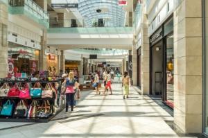 W czerwcu mniej klientów w centrach handlowych