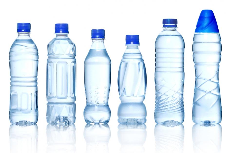 MŚ: Będą niższe opłaty dla producentów wód butelkowanych
