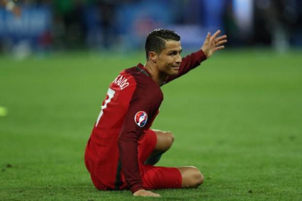 Cristiano Ronaldo leczy kolano w... klinice dentystycznej
