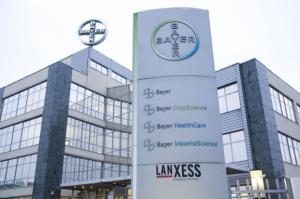 Bayer walczy o Monsanto