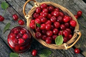 Minister Jurgiel chce zbadać, czy niskie ceny wiśni nie są wynikiem zmowy