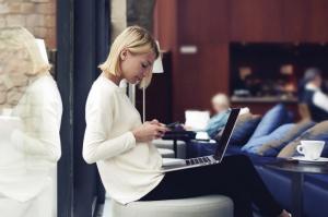 2 na 3 konsumentów chce otrzymywać informacje o promocjach w sklepach SMSem