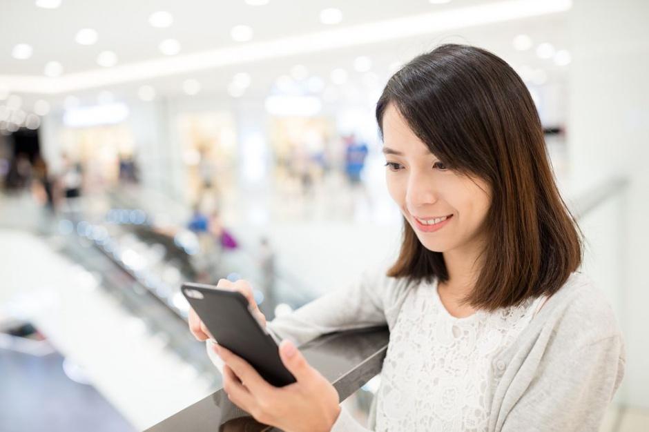 Tylko 41 proc. e-konsumentów robi zakupy za pomocą smartfona