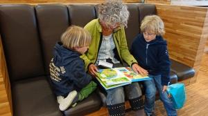 Nawet 60 proc. Polaków po 50. wspiera finansowo swoje dzieci i wnuki