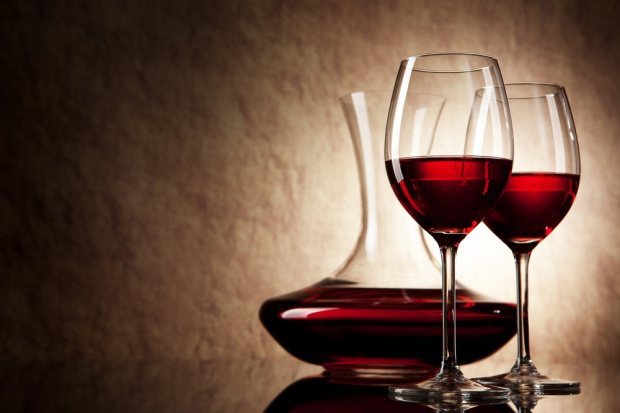 Polacy stają się coraz większymi znawcami win - raport