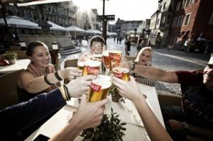 Panie wypiłyby piwo z siatkarzami, panowie z piłkarzami