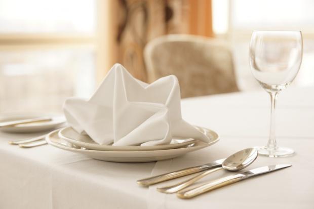 Polacy coraz częściej jedzą w restauracjach