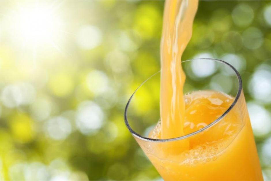 Statystyczny Polak pije ok. 13 litrów soku owocowego rocznie