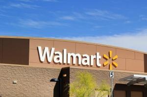 Lepsza sprzedaż Walmartu. Spółka zwiększa prognozę zysku