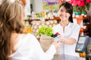 Wyższe obroty małych sklepów. To przez wzrost sprzedaży wyrobów tytoniowych i alkoholi