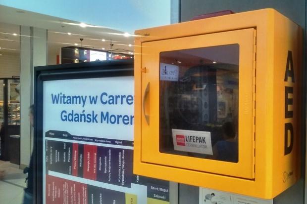 Galeria Morena z defibrylatorami AED