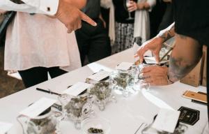Na amerykańskich weselach pojawiają się bary z marihuaną