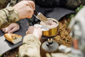 Arpol: Polacy coraz chętniej sięgają po żywność militarną