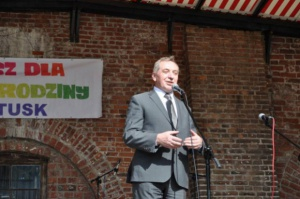 Minister Kowalczyk o zakazie handlu w niedziele: Kara więzienia jest przesadą