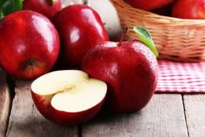 Znaczący spadek ceny jabłek deserowych