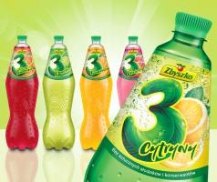 Zbyszko Company z nowymi etykietami napojów gazowanych 3 Owoce 1,75 l