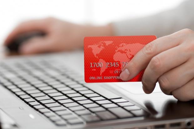 Sondaż: za e-zakupy nadal gotówką