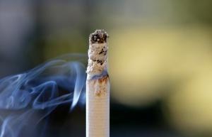 Polacy palą więcej papierosów, ale wpływy z akcyzy spadają