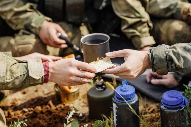 Żywność militarna musi być treściwa.