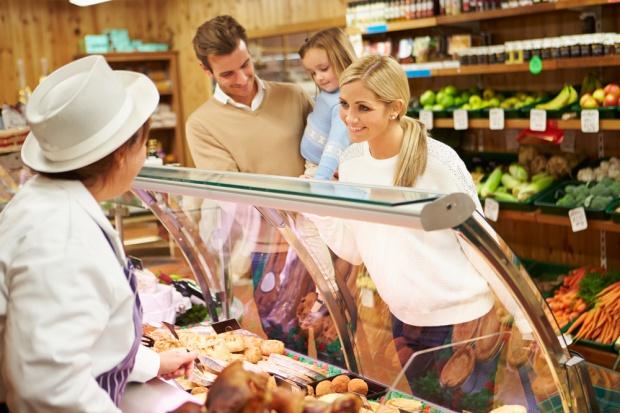 Sprzedaż w sklepach małoformatowych wzrosła w sierpniu o 2,4 proc. rdr