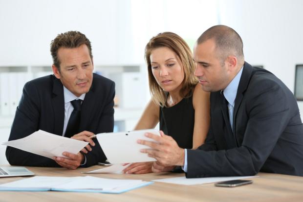 Co ułatwia, a co utrudnia menedżerom osiąganie celów sprzedażowych?