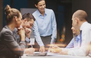 Rosną pensje specjalistów i menadżerów. Wyzwaniem jest utrzymanie pracownika