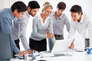 Co wyróżnia firmy, które efektywnie realizują cele sprzedażowe?