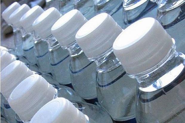 Firma Żywiec Zdrój: obce substancje wykryto tylko jednej butelce wody