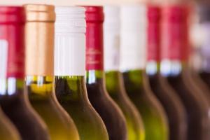 Portugalczycy chcą sprzedawać wino dojrzewające na dnie oceanu