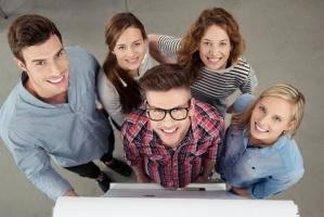 Młodzi na rynku pracy: Mają lepiej czy gorzej?