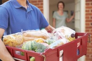 Mintel: Młodzi Europejczycy coraz chętniej kupują żywność przez internet