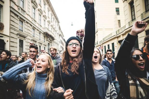 Czarny protest przed Sejmem przeciw całkowitemu zakazowi aborcji