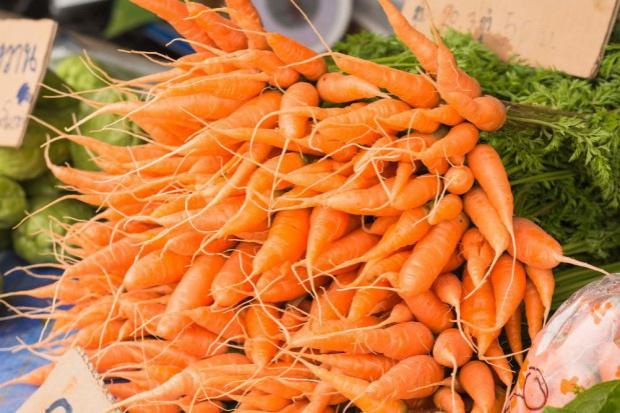 Lidl sprowadza marchewki z Danii. Polskie są na półce o złotówkę droższe