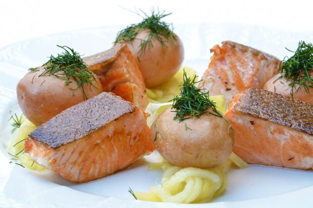 Łosoś hodowlany już nie taki zdrowy. Ilość kwasu omega-3 zmalała o połowę