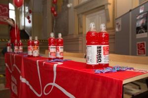 Oshee: seria wód i napojów wspierających Szlachetną Paczkę