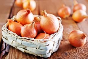BGŻ BNP Paribas: Ceny cebuli znacznie niższe niż przed rokiem