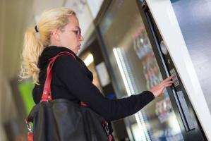 W niedziele nie będzie można kupić napojów i żywności z automatów?